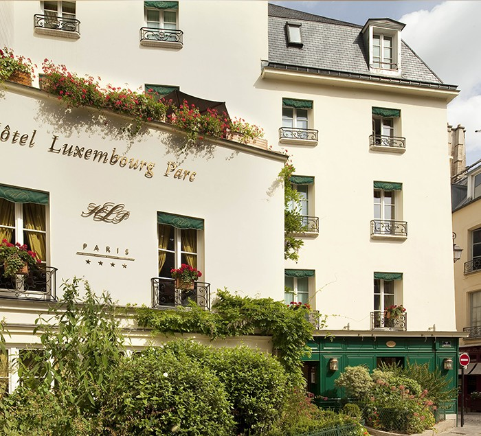 Nos hotels h tel chambiges elys es site officiel for Meilleur site reservation hotel